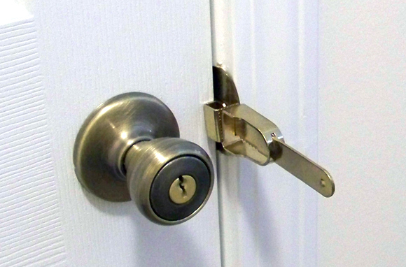 The Portable Door Lock - Steal