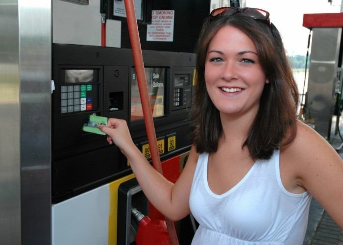 Five Easy Ways to Save Money on Gas This Summer