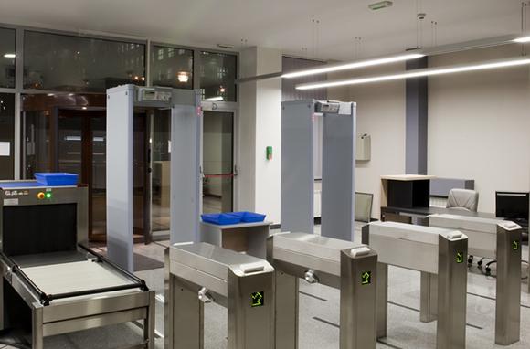 TSA Screens People Through Unplugged Metal Detector
