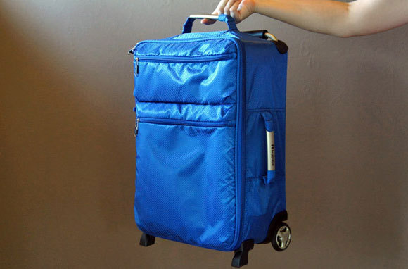 IT Luggage World's Lightest Carry-On