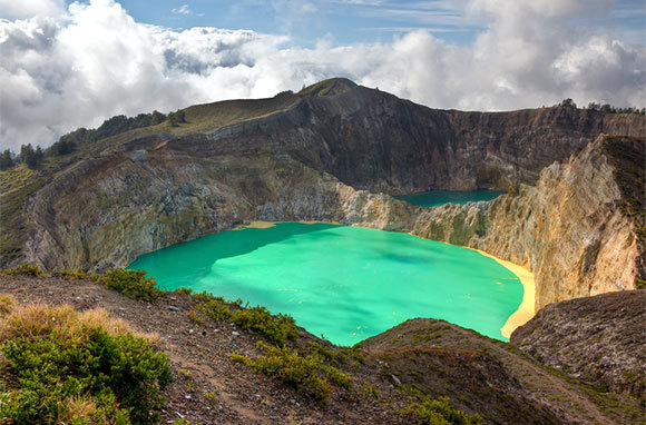 East Indonesia: Volcanoes, Trekking, And Dragons (Mountain Travel Sobek)