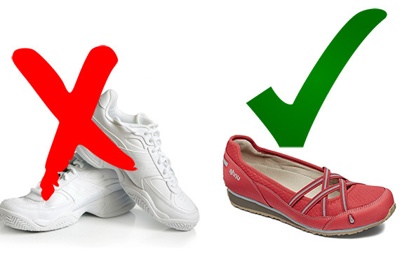 5 Worst Shoes for Travel  8c4401144