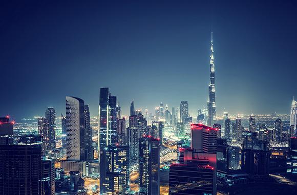 Kissing In Dubai And Abu Dhabi