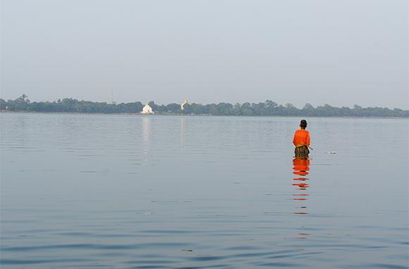 Taungthaman Lake