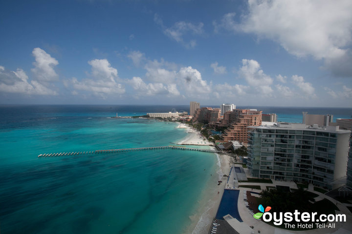 hotel-zone-view-from-the-hotel-riu-cancun-v1682019-720