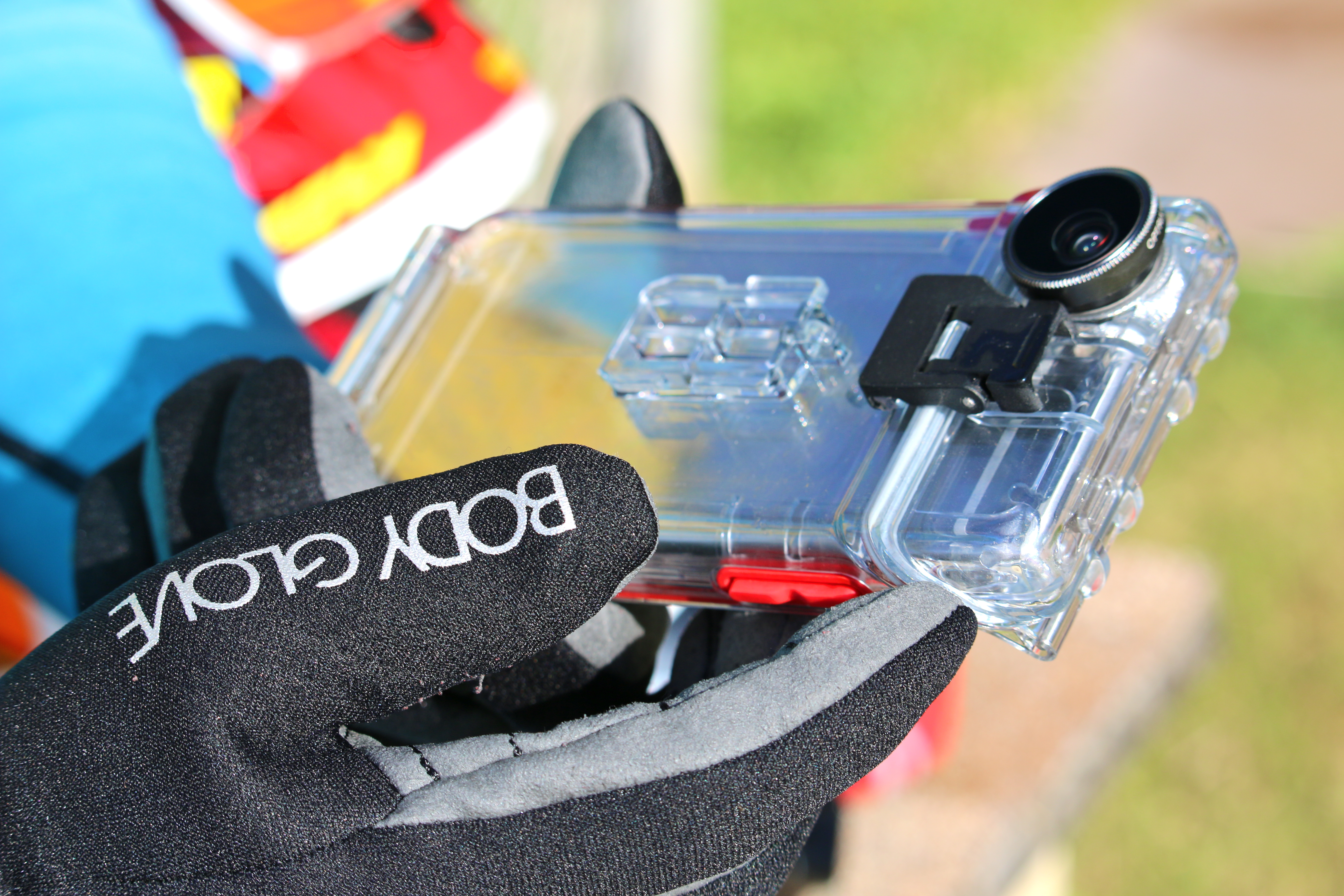 competitive price ab3f0 5fe23 Optrix Review: Underwater Phone Case | SmarterTravel