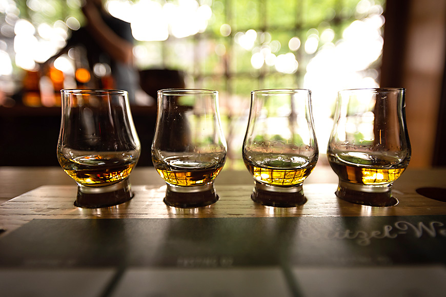 a bourbon flight in louisville kentucky