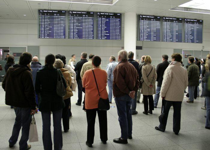 Senators Call Out Airlines for Flight Disruptions