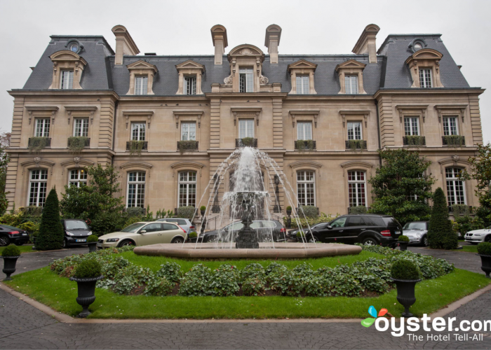 16 french chateaux straight out of a storybook for Chateau hotel paris
