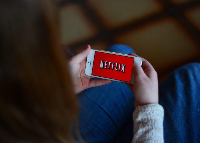Netflix Adds Download Option for Offline Watching
