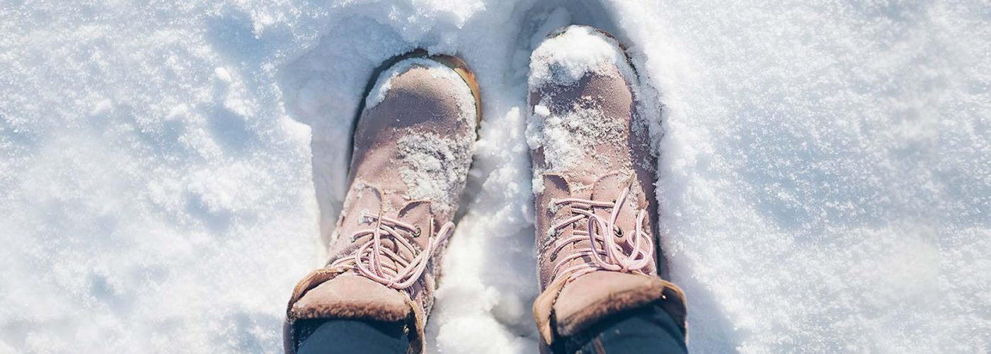 https://www.smartertravel.com/uploads/2016/11/boots-in-the-snow-hero-1400x500.jpg