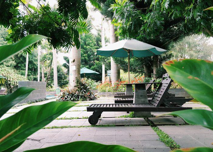 hotel pool patio