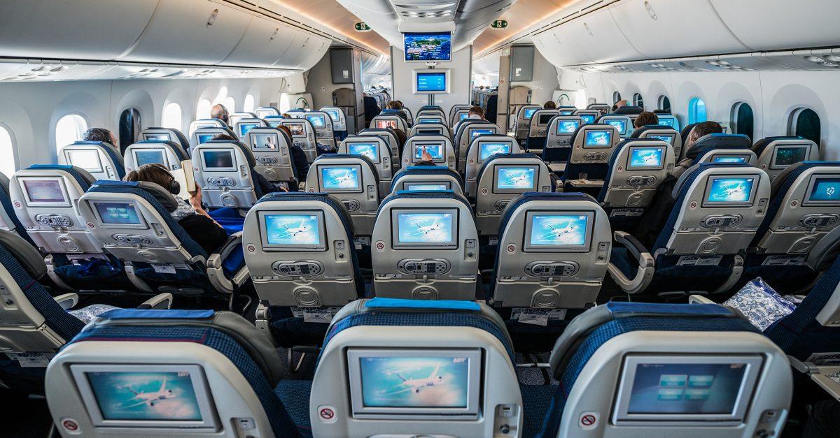 size 40 19f97 a476c 10 Ways to Survive a Long-Haul Flight