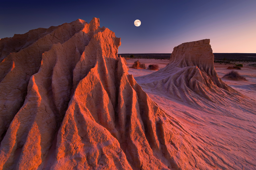dramatic sand dunes at mungo national park