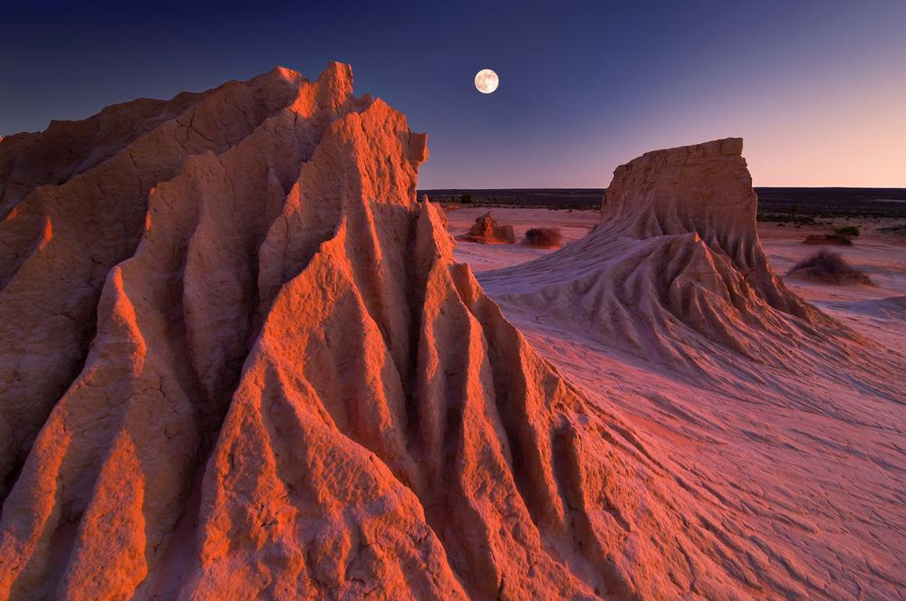 dramatic sand dunes at mungo national park