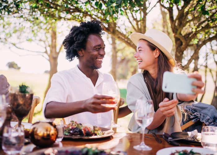 romantic city restaurant couple