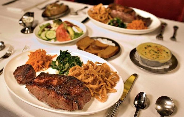 شرائح اللحم الاستيك من أشهر المأكولات المفضلة لدى الكثيرين في مدينة نيويورك بأمريكا