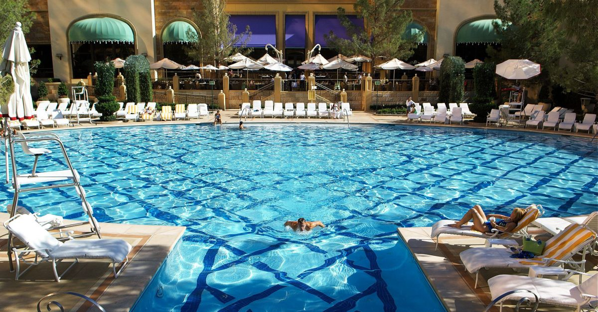 10 best las vegas hotel pools smartertravel The best swimming pools in las vegas