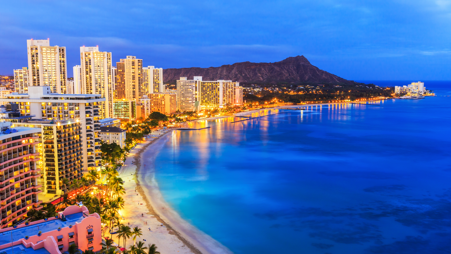 About 1 4 Million People Live In Hawaii And You Ll Find The Bulk Of Them On Oahu Capital City Honolulu Is Home To Best High End Ping