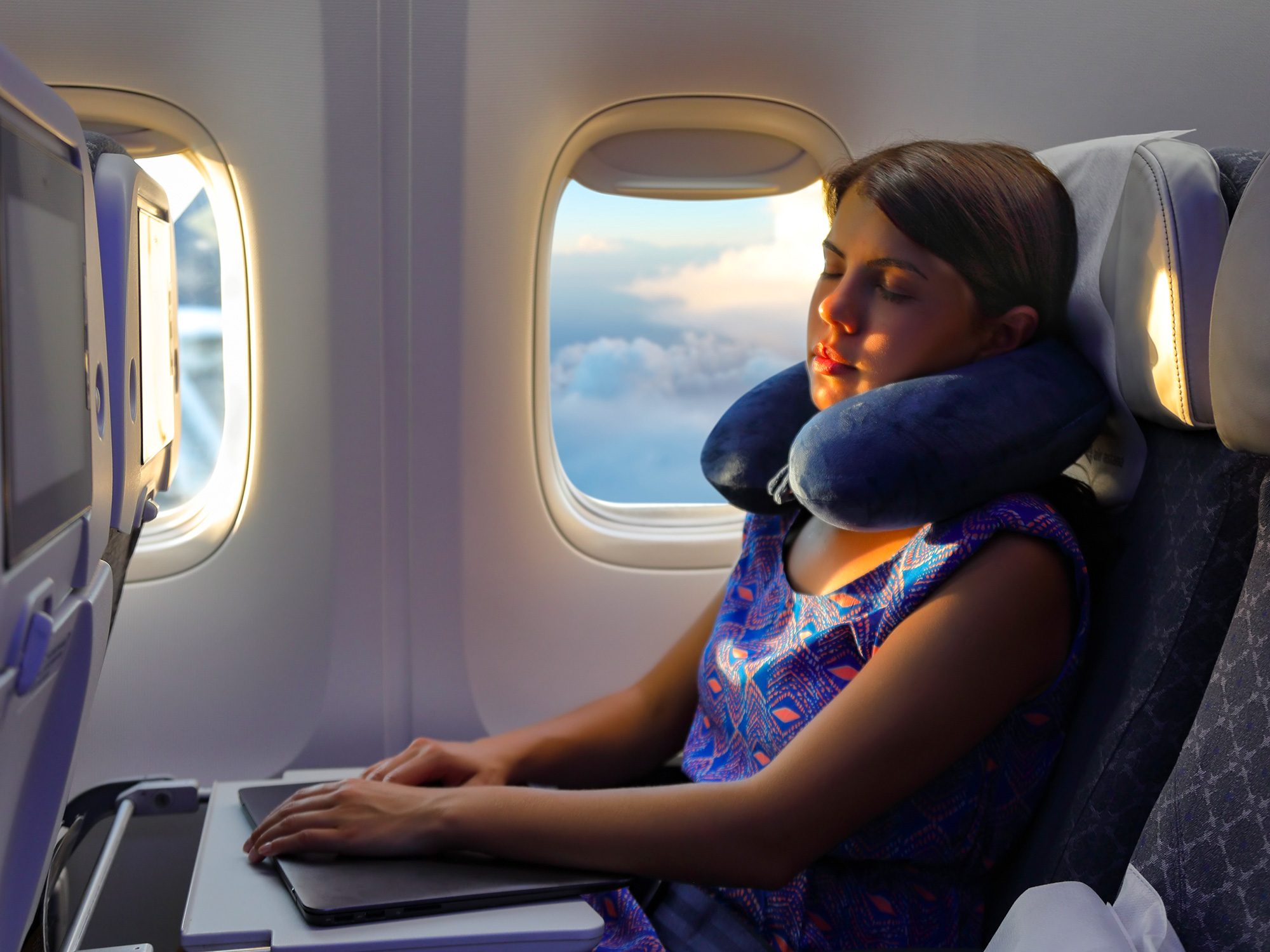 8 Neck Pillows That Won't Embarrass You on the Plane | SmarterTravel
