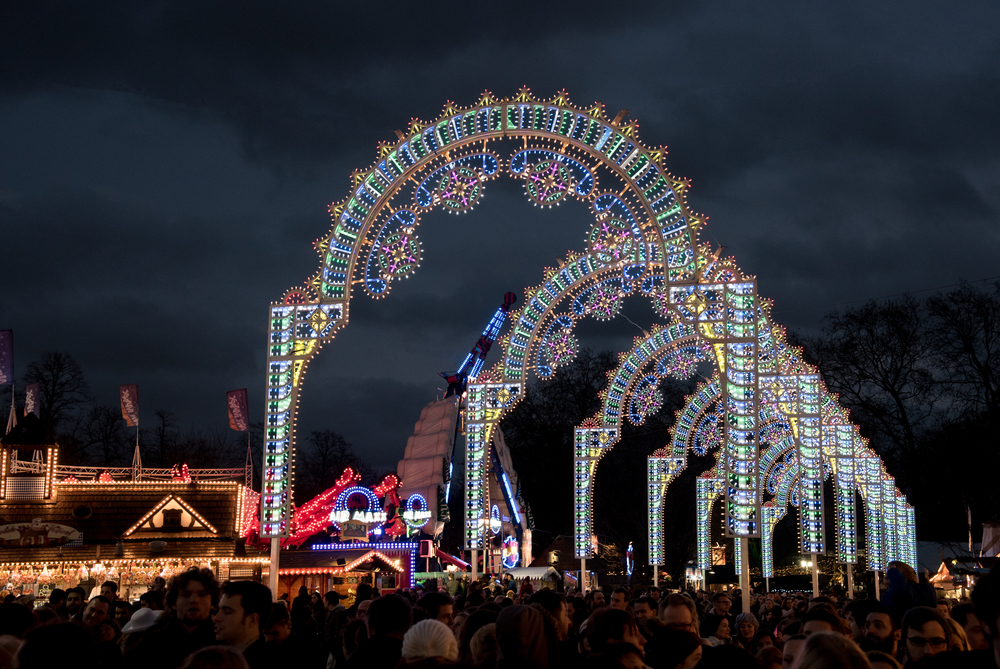 large christmas market and amusement park in london