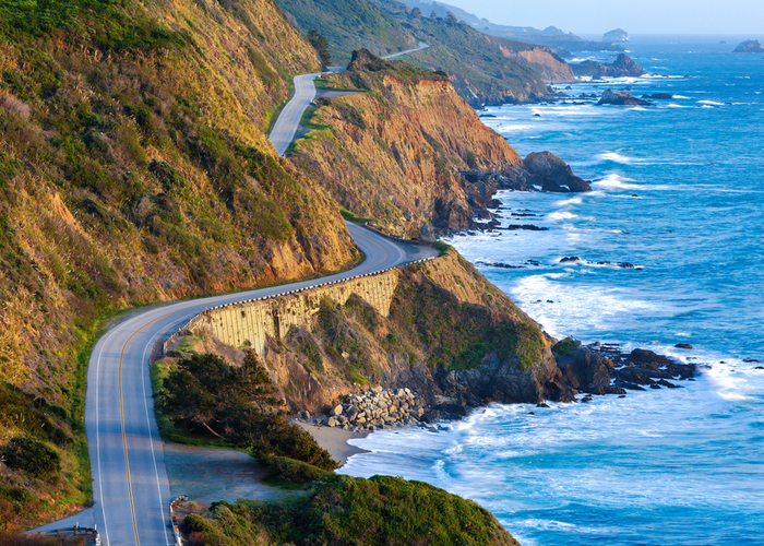 highway along the pacific ocean