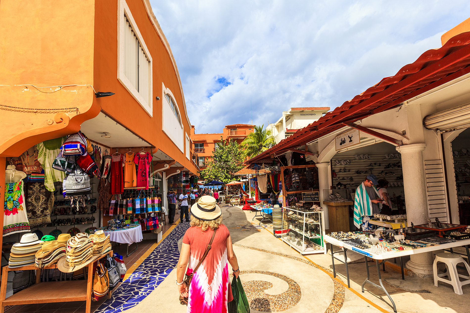 shopping street in cozumel mexico