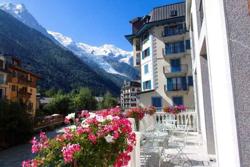 Grand hotel des alpes, a mountain in chamonix france