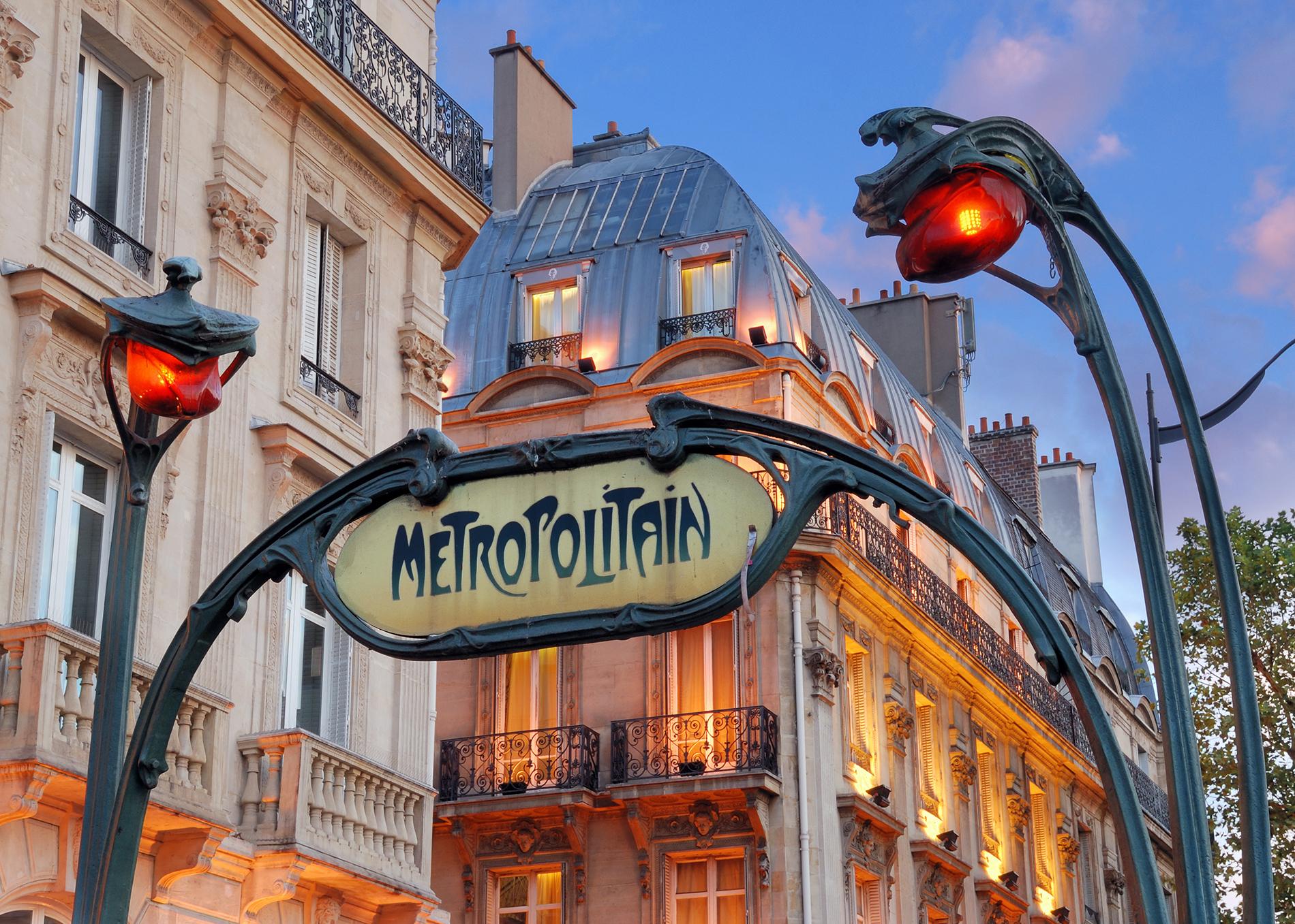 paris metropolitain sign