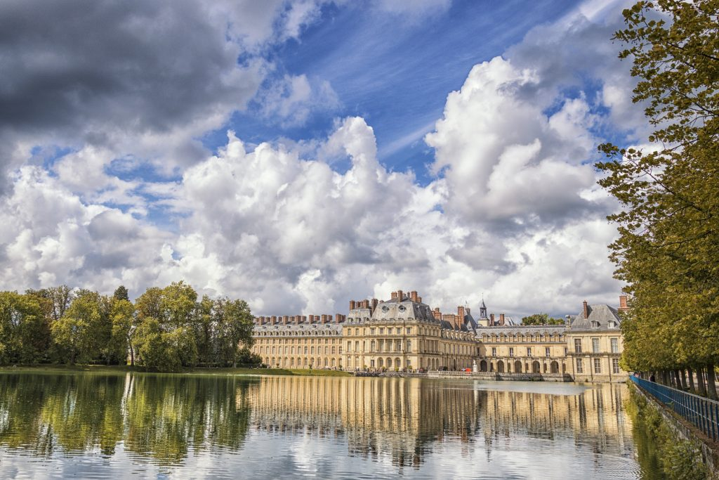 chateau-of-fontainebleau-in-france-reflections-on-the-water