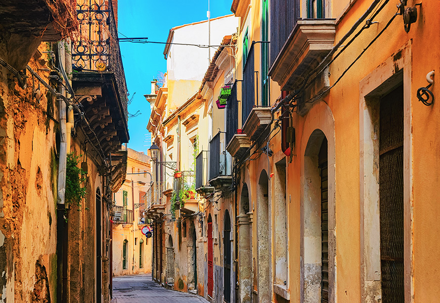 siracusa alleyway sicily