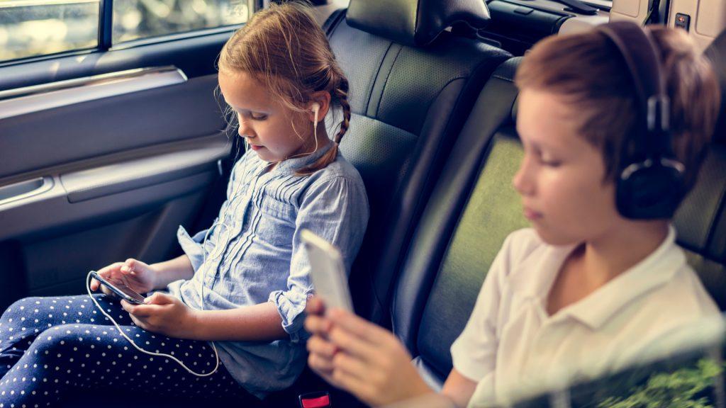 kids-backseat-entertainment