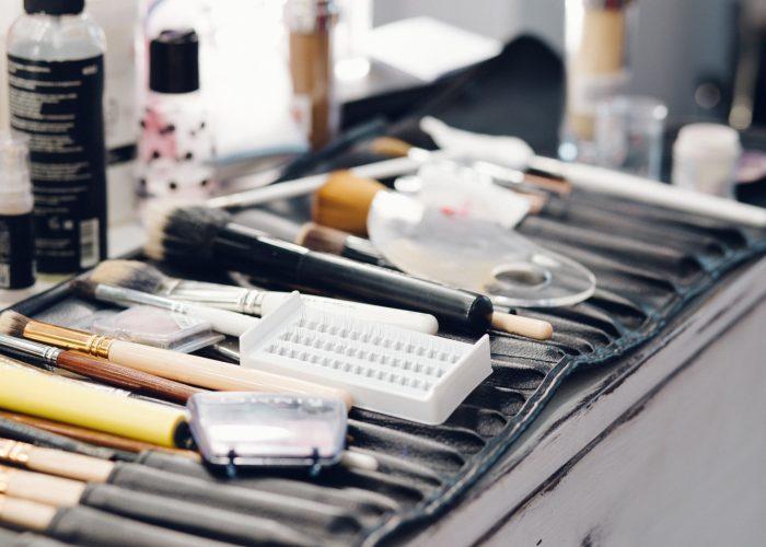 makeup-beauty-box-suitcase-brush-fashion-colorful-open-case.