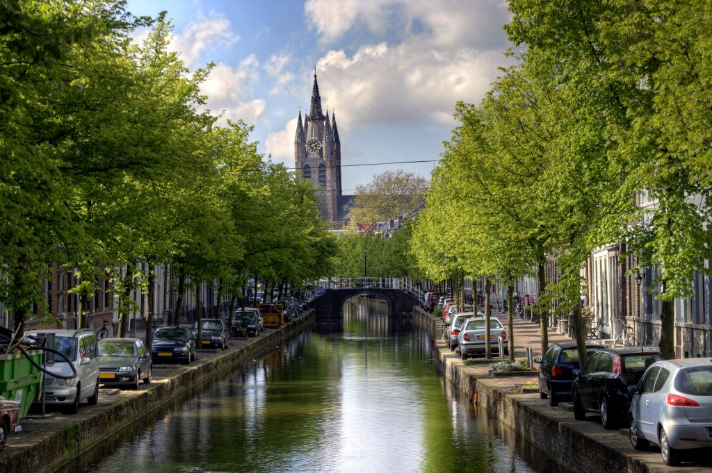 delft canal and church