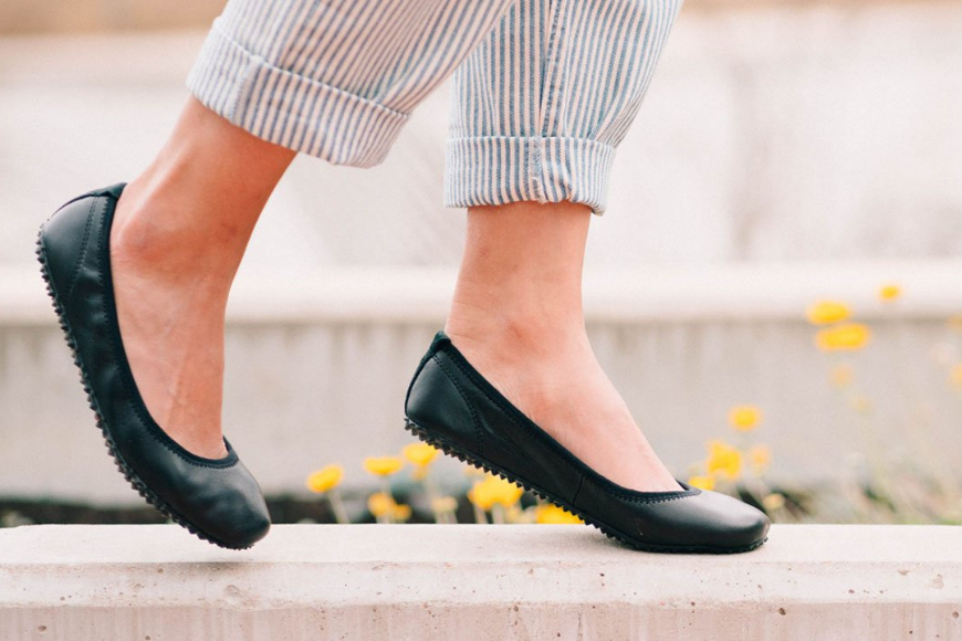 Plae crosby flat black shoe.