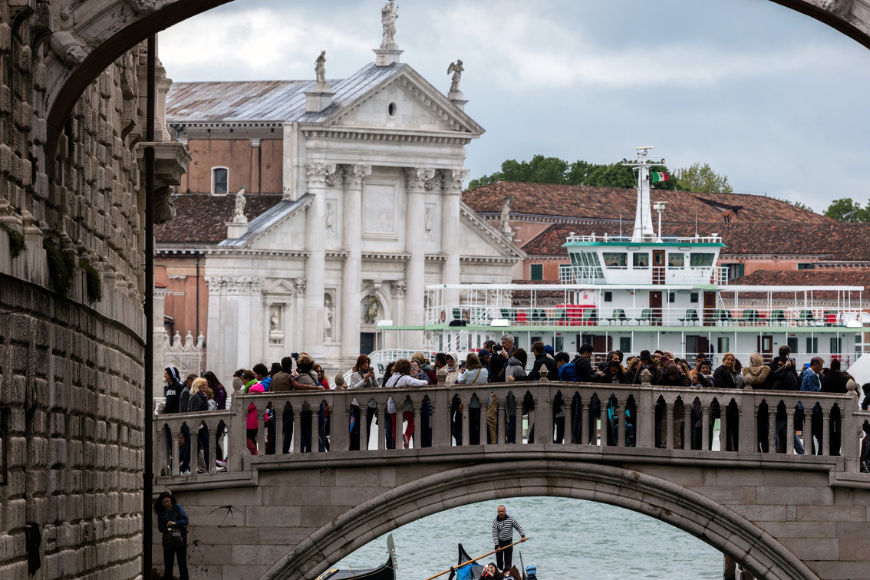 Venice italy crowds on a bridge.