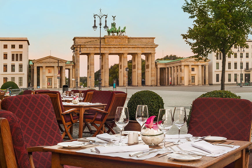 Hotel adlon kempinski location brandenburg gate
