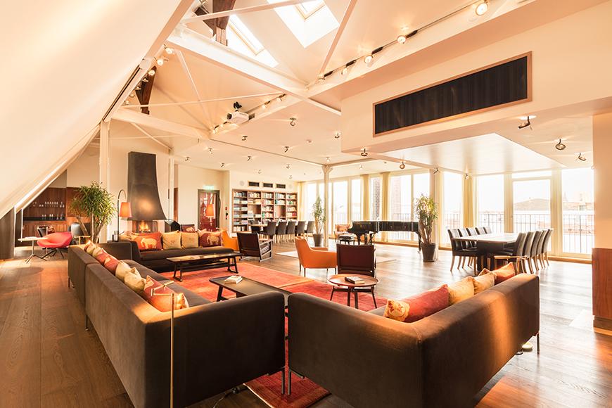 Hotel orania berlin top floor salon.
