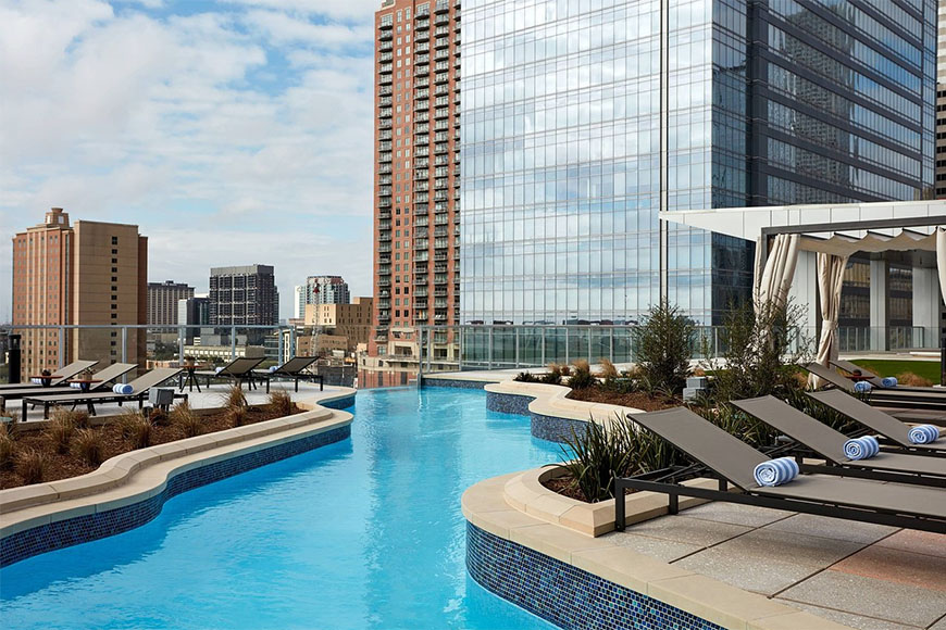 marriott marquis houston pool deck.