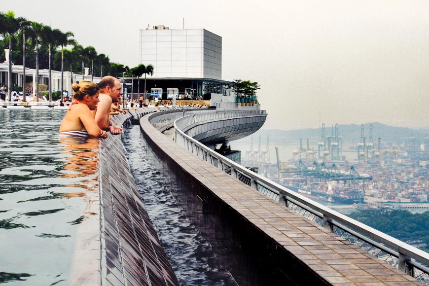 infiniti pool at marina bay sands singapore