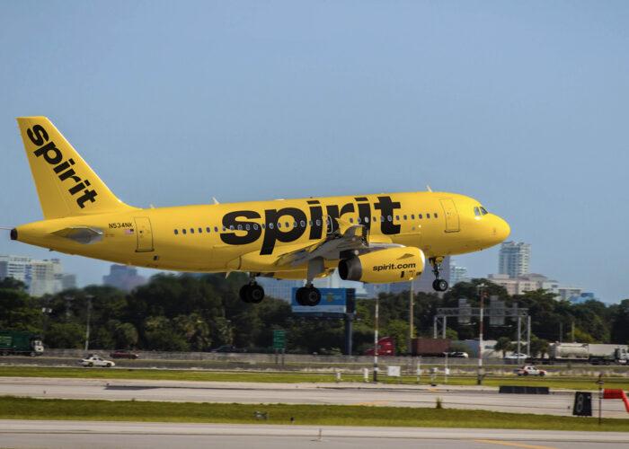 spirit airlines exterior plane