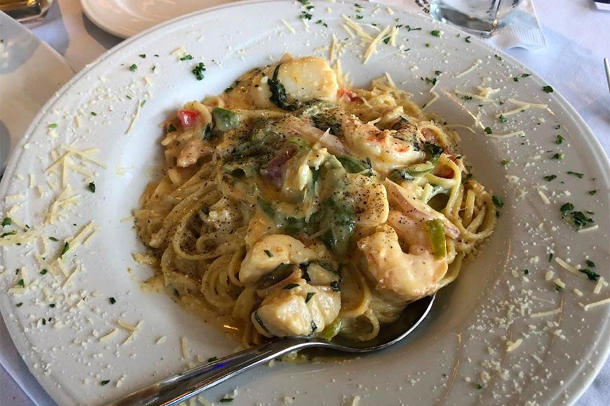 pasta dish at tommy restaurant and oyster bar houston.