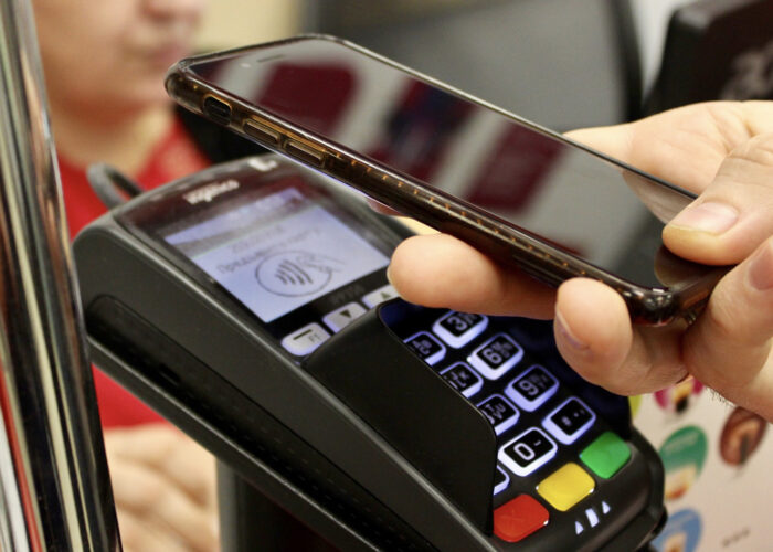 iPhone payment cashless.