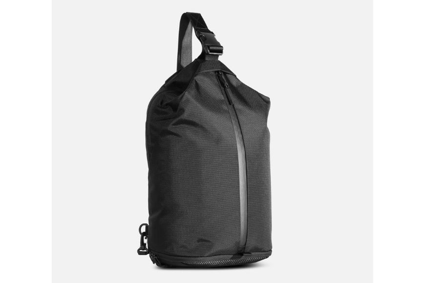 Aer sling bag in black.