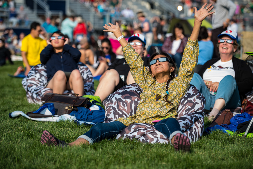 crowds gather to watch the solar eclipse in usa