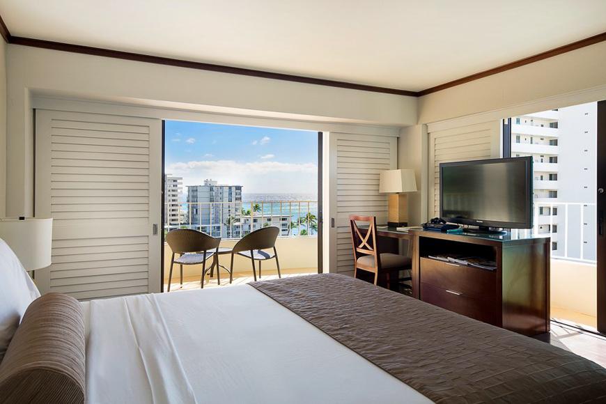 Lotus Honolulu at Diamond Head room with balcony