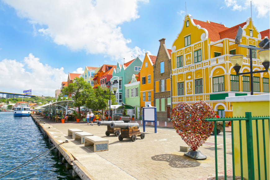 Wilemstad_curacao_colorful_buildings.