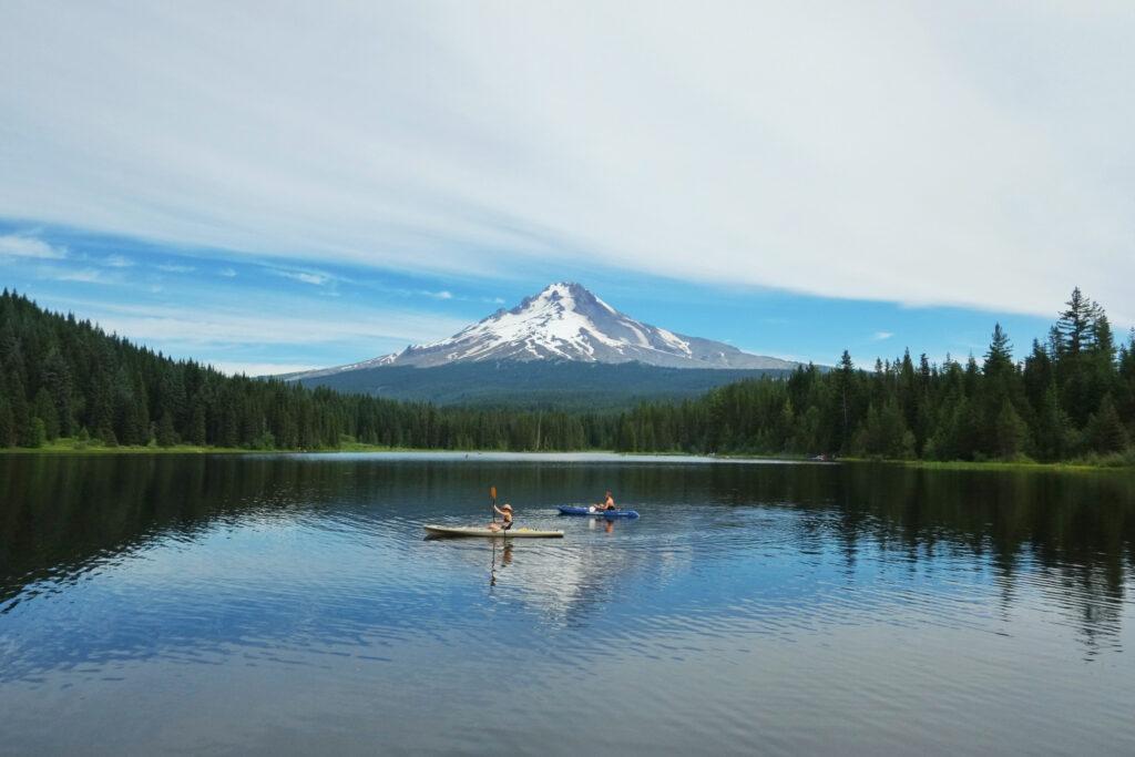 kayakers-on-trillium-lake