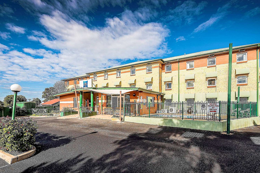 Ibis Budget Dubbo parking lot and exterior
