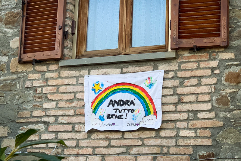 """drawings of rainbows with the phrase """"Andrà tutto bene"""